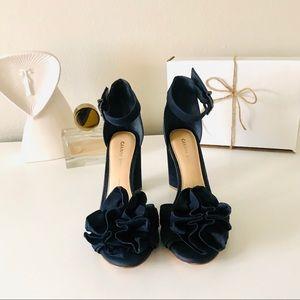 Gainni Bini Lorree Nubuck Flower Pom Sandals